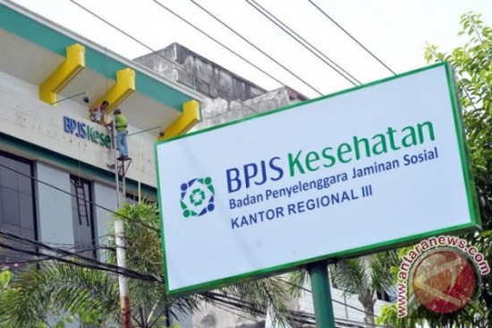 Salah satu kantor regional pelayanan BPJS Kesehatan. Ditakutkan terjadi ancaman terhadap anggaran BPJS untuk penyembuhan caleg stress, namun hal ini ditampik oleh pejabat BPJS. (photo courtesy antaranews.com)