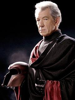 Magneto, pemimpin kelompok mutan pembenci manusia. Sejak kegagalannya, ia menghilang. Tommy Chevario menuding Gandalf adalah orang yang sama dengan Magneto, meskipun belum ada bukti konkrit yang dapat dipertanggungjawabkan. (photo courtesy hemator.wordpress.com)