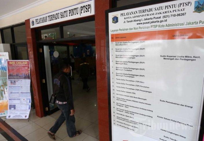 Pelayanan Terpadu Satu Pintu (PTSP), salah satu hasil dari reformasi birokrasi pemerintah untuk memangkas lama waktu pengurusan izin usaha. (photo courtesy tribunnews.com)