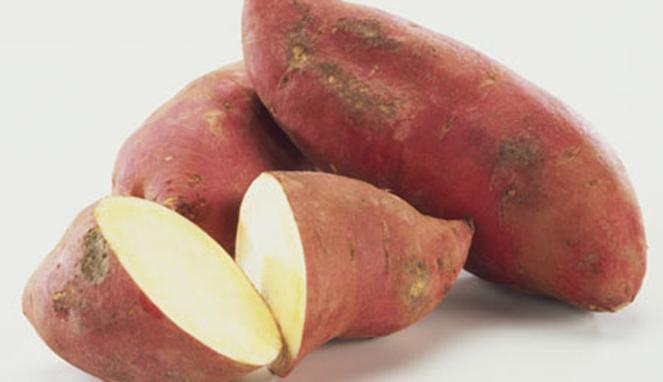 Ubi jalar. Sepanjang tahun ini, Indonesia telah mengimpor puluhan ton ubi jalar dan mengancam usaha petani lokal. Bank Indonesia akhirnya menjajaki kemungkinan untuk menjadikan ubi jalar sebagai salah satu bentuk cadangan devisa. (photocourtesy viva.co.id)