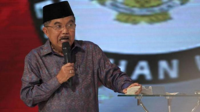 Jusuf Kalla dalam acara debat calon wakil presiden hari Minggu lalu (29/6). Dalam acara tersebut, Kalla sempat menyebutkan bahwa cerita dongeng Kancil cenderung menipu dan harus dihilangkan dari buku-buku pelajaran. (photo courtesy tribunnews.com)