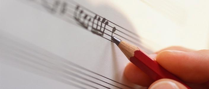 Menciptakan sebuah lagu. Maraknya kampanye yang menggunakan adaptasi dan perubahan lirik lagu-lagu pop menginsipirasi seorang penulis lagu pemula untuk menciptakan karya yang khusus dapat dijiplak semua orang. (photo courtesy musicguyonline.com)